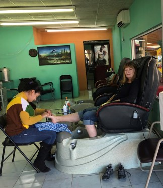 Jan getting pedicure