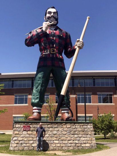 Phil at Paul Bunyan statue